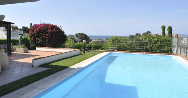 Margine Rosso, Villa Independente con Piscina e Campo da Tennis, Vista Mare