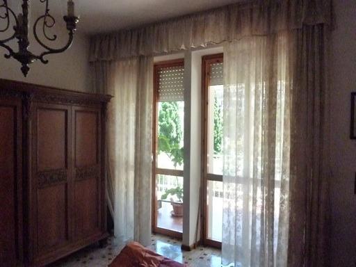 finestre sul balcone camera da letto matrimoniale